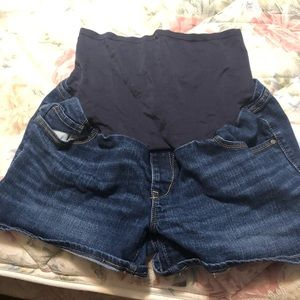 Old Navy Maternity Shorts size 12.